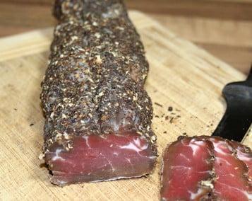 Filet mignon séché au poivre de Kampot noir fumé